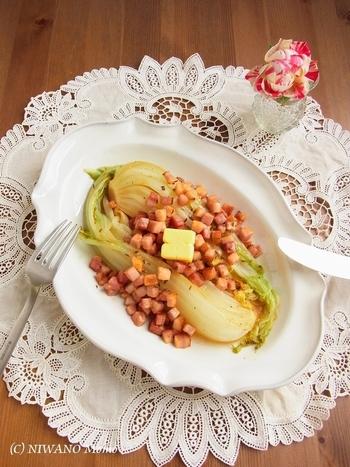 淡白な白菜にベーコンや燻製バターを合わせた香り豊かでコクのある一皿。ヴィネガーのほのかな酸味があっさりと飽きさせない美味しさです。