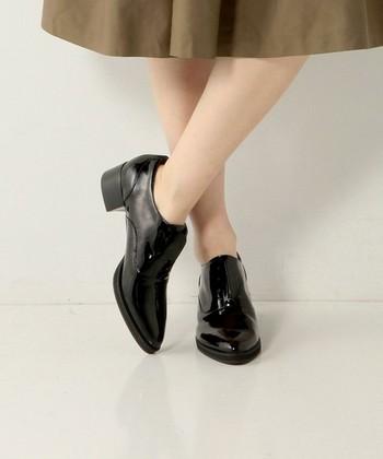 靴の個性を活かすため、素足に合わせても◎。