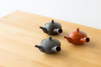 おいしいお茶を飲むなら、茶器もこだわりたいところ。南景窯黒くすべのベンリー急須は、お湯がよく切れるのが特徴。1煎目、2煎目といつでもおいしくお茶を飲めますよ。