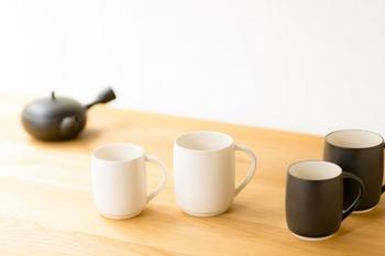 熱くて湯のみが持てない・・・そんな悩みを解決してくれるのが、すすむマグカップ。湯のみに持ち手が付いたようなマグカップなので、ゴクゴクおいしくお茶を飲めます。