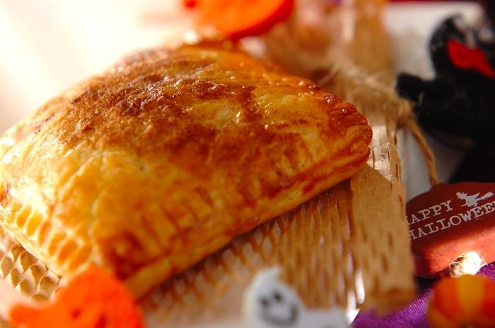 ■パンプキンパイ 甘いかぼちゃは、スイーツにもってこいの食材です。 パイの食感と、マッシュしたかぼちゃのなめらかさがマッチした、やさしいパイです。