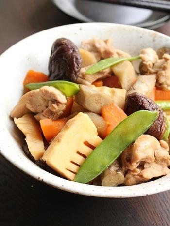 ごろっとした野菜の食感と鶏肉の旨みが見事にマッチした筑前煮。落し蓋をしてしっかり煮込み、最後に強火にすると煮物に照りが出るそうです。
