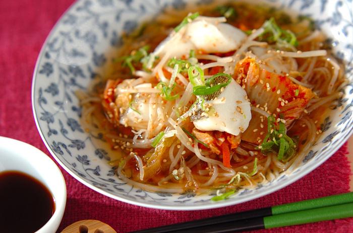 魚のタラとキムチの重ね蒸しのレシピ。ヘルシーな食材にポン酢と隠し味の昆布茶がよりさっぱりとしてくれます。