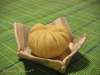 茶巾って、丸く絞った形が栗にも似ていますよね。京都では栗きんとんのことを「茶巾」と呼ぶそうです。ブレンダーを使うととっても簡単。お砂糖の代わりにハチミツを入れても♪