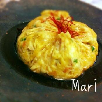お野菜たっぷりの食材を、混ぜてレンジで加熱しただけのお手軽メニュー!  鶏挽肉&お豆腐でヘルシーなのにボリュームたっぷりで、和風のあんが食欲をそそるひと品です。