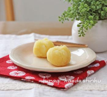 さつまいもとお砂糖にリンゴジャム、これだけで作れる簡単茶巾は、お子様と一緒に作れて楽しそうですね!おやつにもいいかも。さつまいも×リンゴも相性良くて、甘いけど後味さっぱりといただけます。