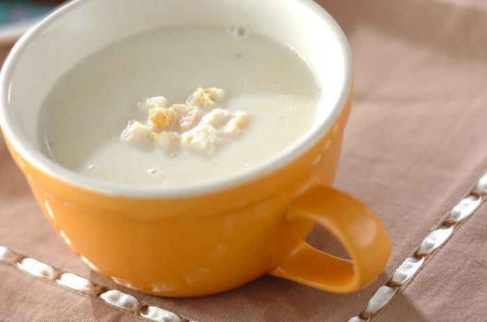 見た目から優しさが伝わるまっ白なスープです。食欲がないときもこれならお腹に入りそうですね。ほっとする一杯です。