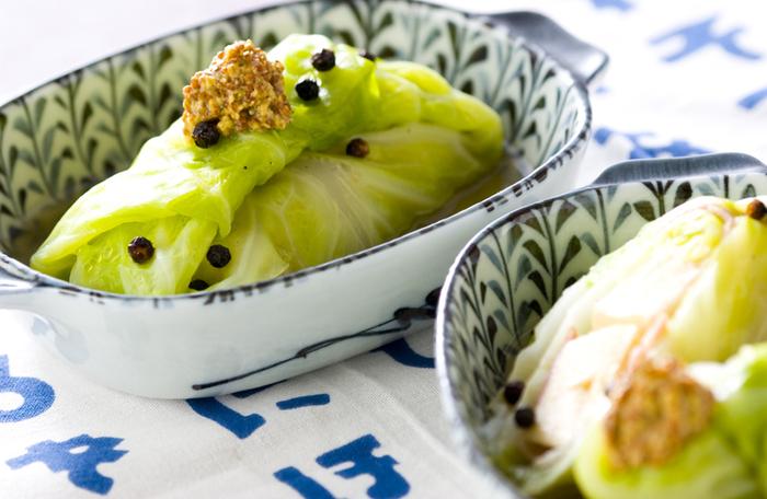 ロールキャベツの中身は、ひき肉ではなくなんと高野豆腐!おなかに優しくて、しかもカロリーが低いので一石二鳥ですね♪