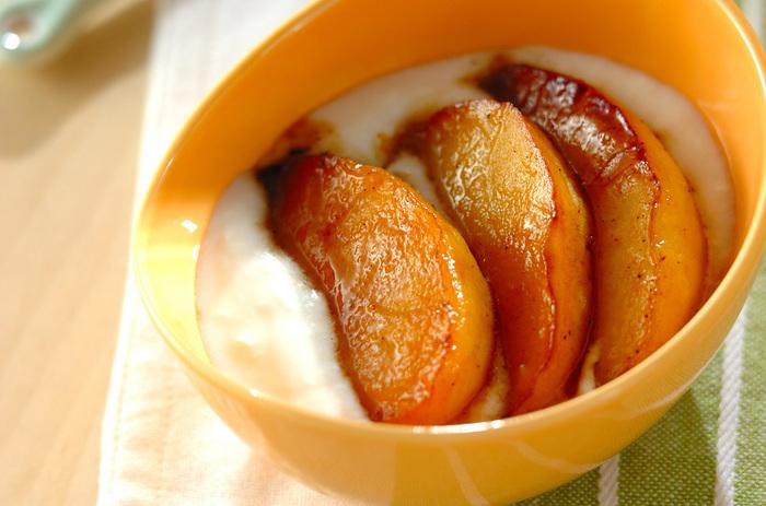 りんごをソテーすることで、こっくりと甘味を増します。ヨーグルトと組み合わせているので、さらに整腸効果が期待できますね♪
