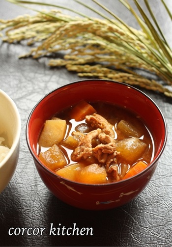 いりこ出汁、お味噌、豚の旨みが染み込んだとろとろの冬瓜がたまらない美味しさです。