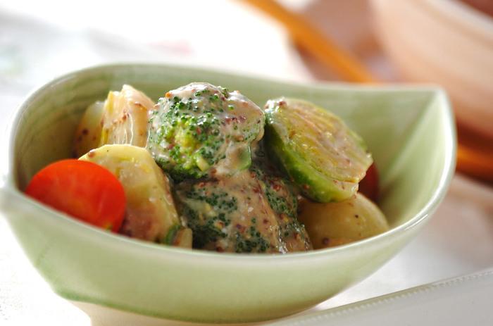 ■ブロッコリーとのマスタードソース和え 温野菜をマスタードソースで和えます。 お弁当のおかずにもピッタリの時短和え物です。