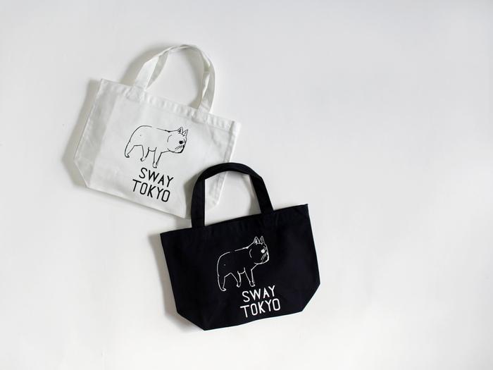 """SWAY TOKYO""(S)  ちょっとしたお出かけに便利なSサイズは、ランチバッグやサブバッグとしてもおすすめ。 爽やかなオフホワイトと、シックなネイビーの2色展開です。"