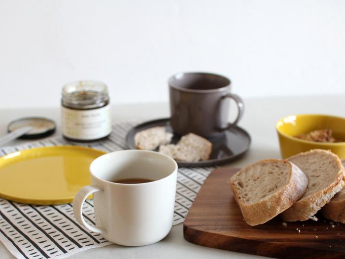コーヒーや紅茶はもちろん、朝食時のスープなど、幅広いシーンで使えます。