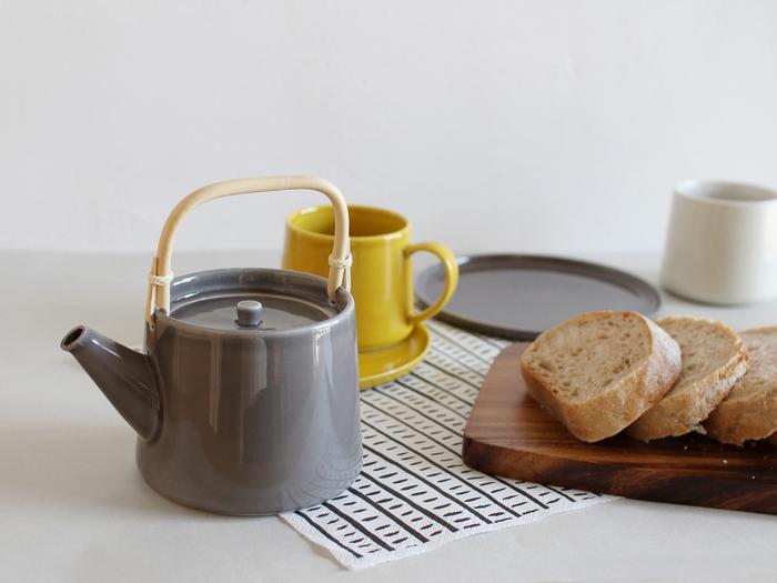 緑茶はもちろん、紅茶にも似合います。 急須になじみのない方でも取り入れやすいデザインですよ。 ひとつあるだけで、お茶の時間がもっと豊かなものになるはず。