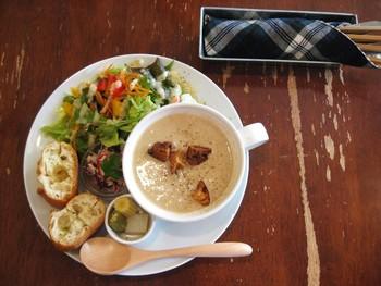 丼だけじゃなく、スーププレートやカレー、スイーツまで豊富なメニューも嬉しい限りです!