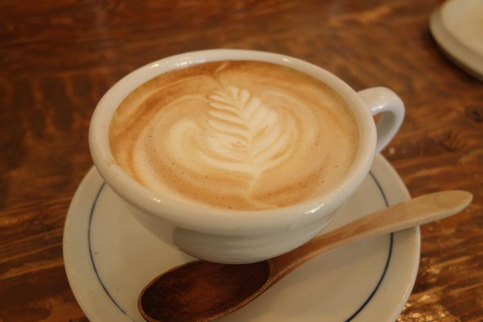 じっくりと丁寧に淹れられたコーヒーは、提供までに時間がかかることも。心に余裕を持って、のんびりと待つ時間ごと楽しみたいですね。