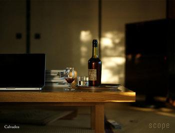 豊かなリンゴの香りが楽しめるフランスの蒸留酒「カルバドス」。そのカルバドスの名を拝したのが、Barシリーズの小ぶりなグラス「カルバドス」です。滑らかな厚みがあって口当たりがよく、そしてグラスを傾けると香りを嗅ぐのにも程よい大きさなことがわかります。ワインやウィスキーのちょい飲みにもいいサイズ。香り豊かなお酒を、ちょっとたしなみたい時にはピッタリです。