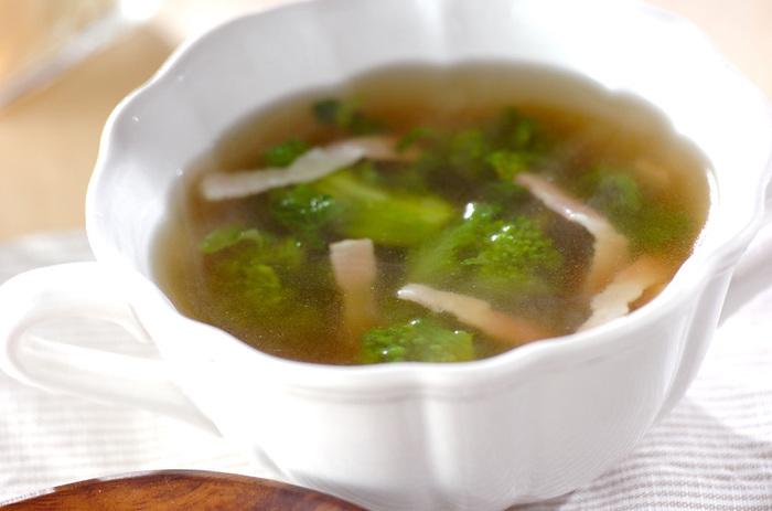 ■菜の花のコンソメスープ お鍋で煮るだけの簡単スープ。ベーコンの旨みもおいしい、ほっとあたたまる一品です。