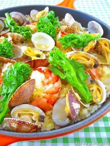 ■菜の花とアサリの春色パエリア スペイン料理の王道、パエリア。菜の花を添えるとこんなにも華やかになります! ホームパーティーにもおすすめです。