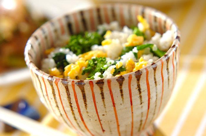 ■菜の花ご飯 まるで菜の花畑のような、彩り鮮やかな菜の花ご飯。 おにぎりにして、ピクニックに持って行きたくなりますね。
