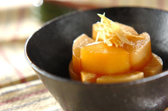 これぞおふくろの味!?じゅわっとしみ出した煮汁が美味しい大根の煮物です。上下返しながら煮込むと味が染み込みやすくなりますよ。