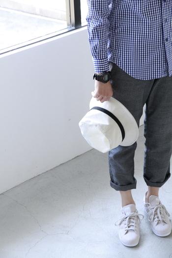 厚みがある立体的なフォルムなので、シンプルな服装のアクセントとしても。