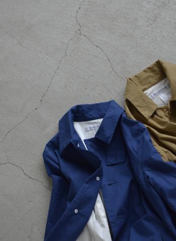 丈夫な素材とシンプルなデザインで長く着ることができ、どんなコーディネートにも合わせやすいサクラコートは、一枚あるととっても便利。ぜひ今年から、あなたのワードローブに取り入れてみてはいかがでしょうか。
