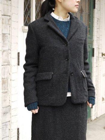 寒い時期なら、こんな厚手のウールジャケットもおすすめ。ナチュラルな雰囲気でインナーとのコーディネートも楽しめそうです。