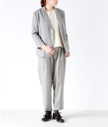 NO CONTROL AIR ノーコントロールエアー・・・客観性と意思を感じられる、着やすい、現代の洋服であることをブランドの在り方としています。  セットアップコーデ。羊毛を使用した柔らかなコーディネート。肩肘張らないナチュラルな雰囲気がいいですね。