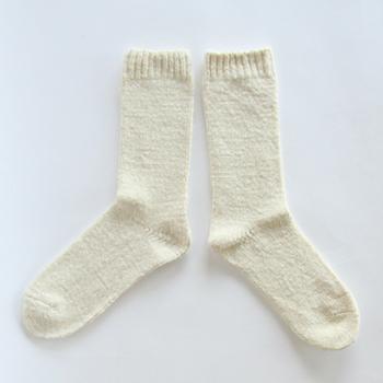 『あしごろも 平編み』  柔らかな手つむぎ糸をゆったりと平編みした、シンプルな靴下です。ふんわりとした履き心地でお肌にも優しい♡吸湿性、保温性に優れ、機能性もバツグンです。