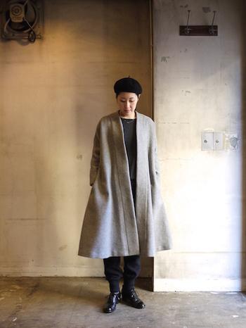 アンゴラウール素材の軽くてふんわりした肌触りが魅力的なイブニングコート。Aラインの裾のフワッとしたフレア感がエレガントな1着です。