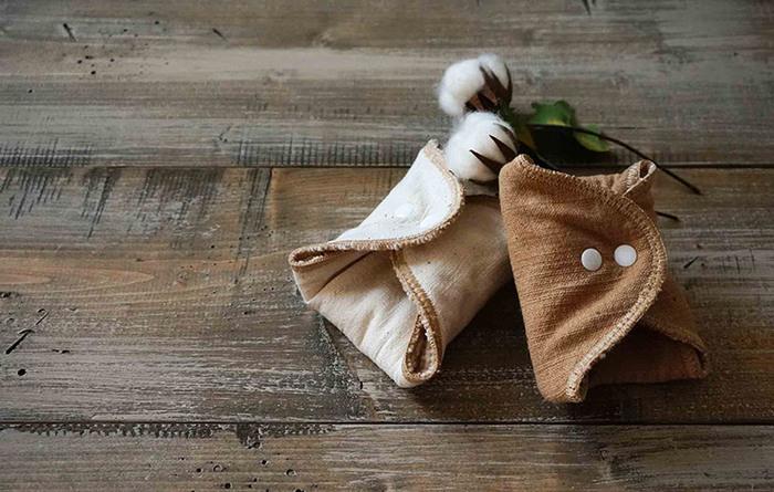 無農薬で育った綿で作られた、肌にやさしい布なぷきん。吸水性、通気性にも優れているので、蒸れにくく肌の弱い方も安心して使えます。直接肌に触れるものだから、安心・安全なものを選びたいですよね。