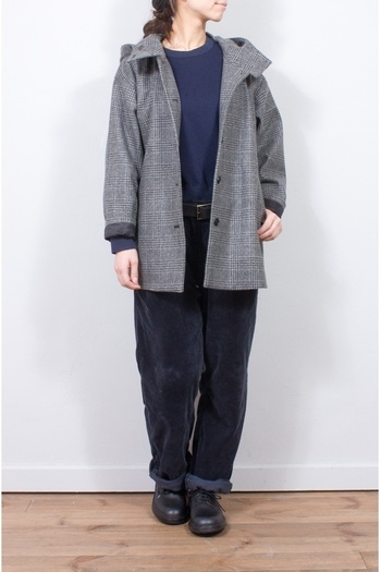 グレンチェックがベーシックなメルトンフード付コートです。大人になってもフードのあるコートって、かわいく着れて素敵です!