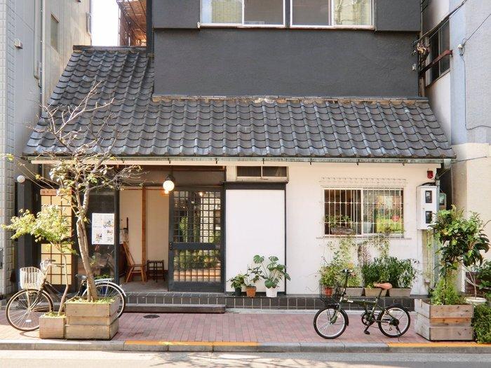 浅草寺から徒歩5分。こちらも築50年の古民家を改築した、趣のあるお店。イートインスペースもあるので、お家に遊びに来たような気分で美味しいお菓子やティータイムを楽しむことができます。