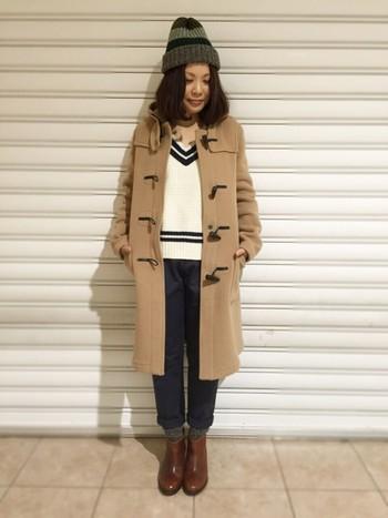 キャメルはいちばん使いやすいカラーです。シンプルなお洋服のときも、品よく素敵に見せてくれます。トレンドのクリケットセーターと合わせて、大人っぽいスクールガール風に。