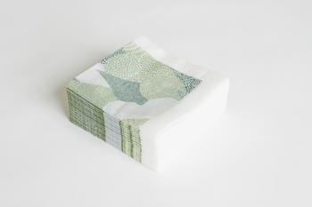 moriとどしゃぶりの紙ナプキンはたっぷり100枚も入っているので、惜しみなく日常使いできるのも魅力。お弁当に添えたり、ラッピングに使うのも素敵ですよ。