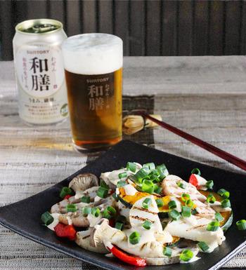 焼き野菜は、野菜によって違う食感が楽しめるのも嬉しいですね。和風のソースをかけて、お酒のおつまみにもなりますよ。ひとつひとつ、ゆっくりと素材の味を味わいたいものですね。