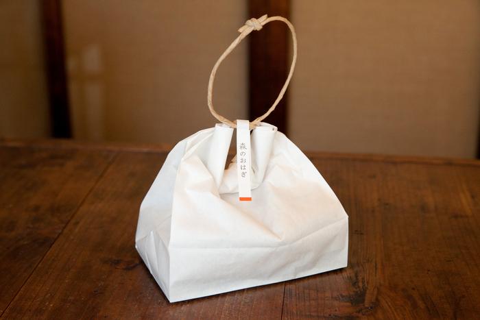 気の利いた包みとして人気の紙袋での茶巾包み