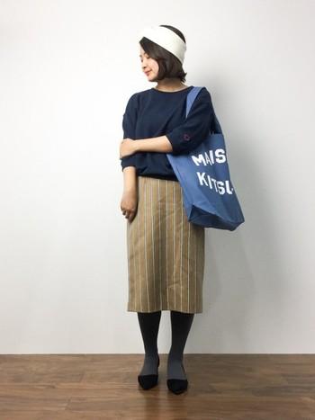 1枚でトレンドスタイルが叶うダブルストライプのタイトスカート。トートバッグやヘアバンドなどあわせるだけで、カジュアルな印象になりますね♪