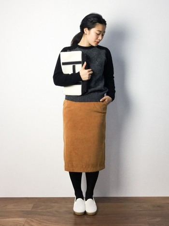 今回は、タイトスカートを取り入れたレディなコーディネートからカジュアルコーデまで幅広くご紹介します♪