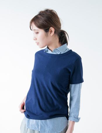こちらもタンギス綿を使用したTシャツ。襟ぐりの開き具合や袖の長さ等、微妙なサイズバランスがちゃんと考えられて作られていて、とても使いやすい1枚。さらりと1枚で着るのはもちろん、インナーや中にシャツを合わせても使える着まわしやすさも備えています。