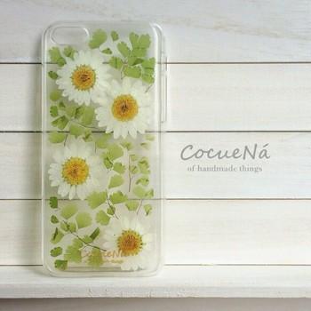 ケースに閉じ込められたお花の彩りがナチュラル。こんなに可愛いのに清潔感がありますね。