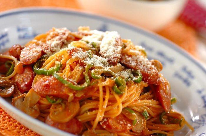 大本命!!凝ったトマトソースじゃなくて、たっぷりケチャップなのがたまりません♡スパゲティにしっかりケチャップを絡ませるのがポイントです♪苦手なピーマンもこれだと食べられたりしましたよね。