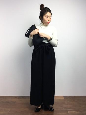 ぜひ、いつもの洋服選びに迷ったら黒と白色を使った自分なりのスタイルに挑戦してみて下さいね。