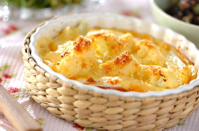 くせやアクがなくお料理に使いやすいカリフラワー。チーズと卵たっぷりのキッシュに入れて、ホクホクした食感も一緒に楽しみましょう。ビタミンC豊富なカリフラワーは、風邪をひきやすい時期にも嬉しい食材です。