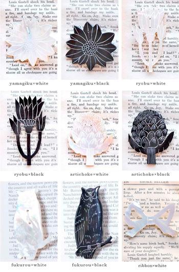 ホワイトはパールを生む母貝、ブラックは水牛の角を使用しています。リラックス感がありながらも、上質な天然素材の良さが伝わってくるブローチ。