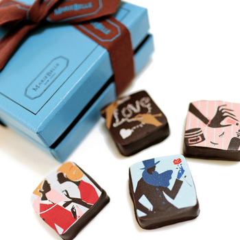 鮮やかなブルーのボックスがかわいいマリベルのチョコは、まるでアートのよう。