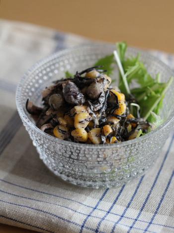 『ひじきと豆のごまサラダ』  栄養満点のひじきも、定番の煮物ばかりでは飽きてしまうので、缶詰を利用して簡単デリ風サラダに。