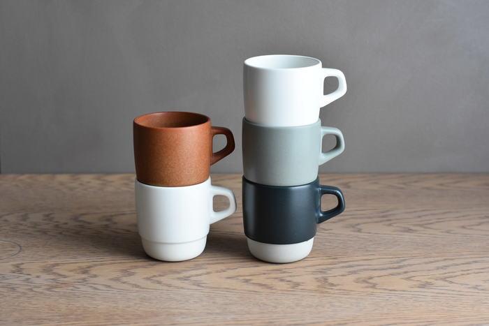 ■KINTO / SLOW COFFEE STYLE スタックマグ 1080円  グレイッシュカラーのマグカップは、かすれた風合いや土肌の手触りがとってもナチュラル。 収納性に優れたスタッキングしやすいデザインもうれしいですね。ペアで贈っても喜ばれます。