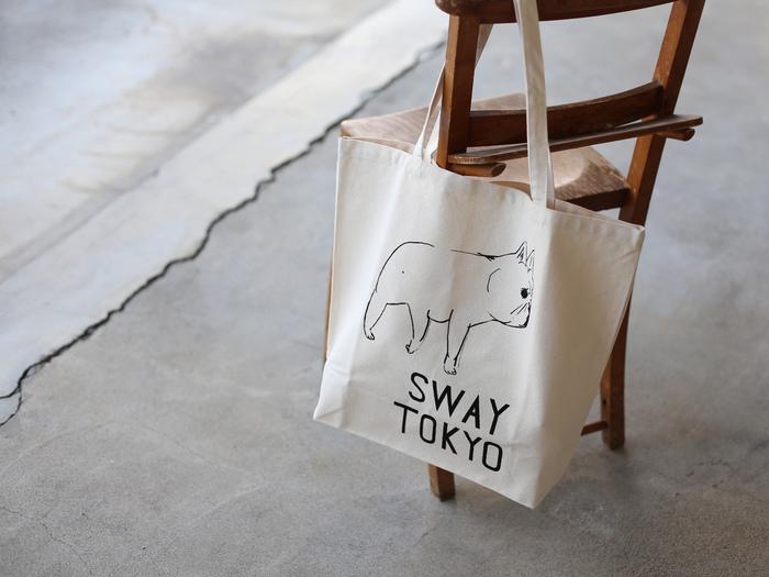 ■CLASKA / SWAY TOKYO トートバッグ 1620円~  ゆる可愛いフレンチブルドッグが描かれたトートバッグは、持っているだけで何だかほっと癒されそう♪ Lサイズは容量たっぷりで、ちょっとした旅行にもOK。Sサイズはランチトートにおすすめです。